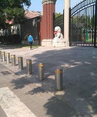液压全自动升降柱,安全防护由升降柱来守护
